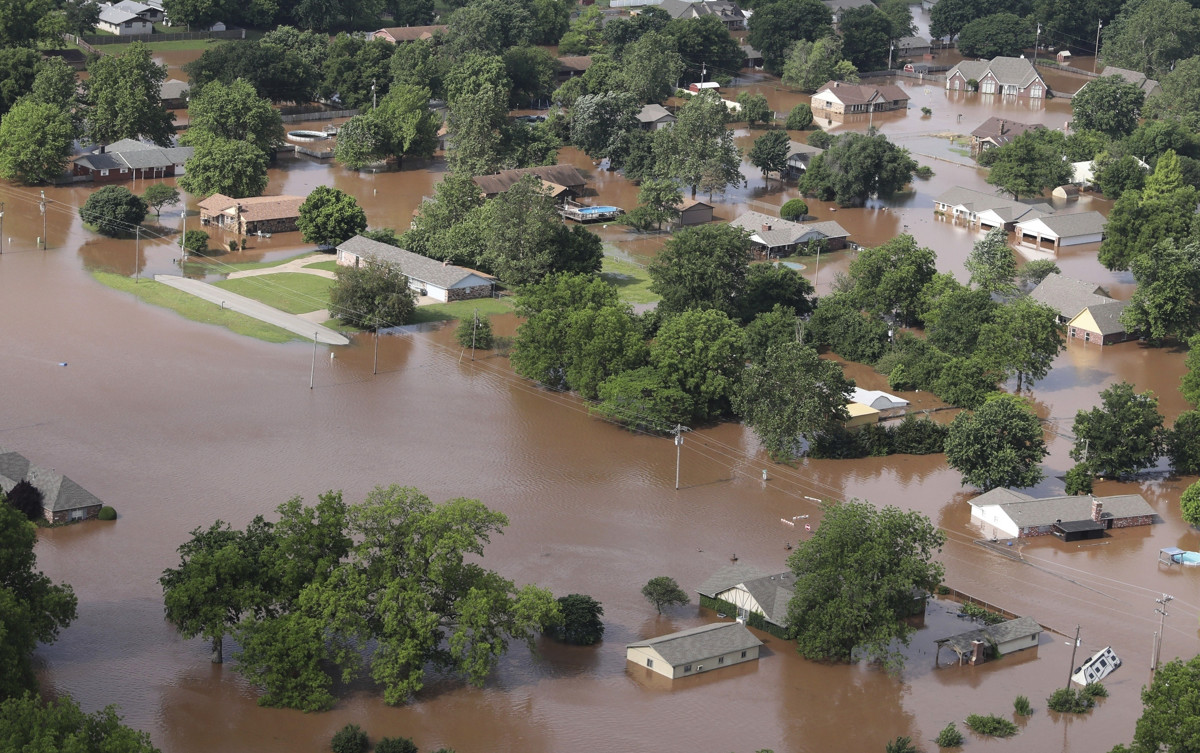 4 dead after severe weather outbreak unleashes nearly 60 ... |Oklahoma Flooding