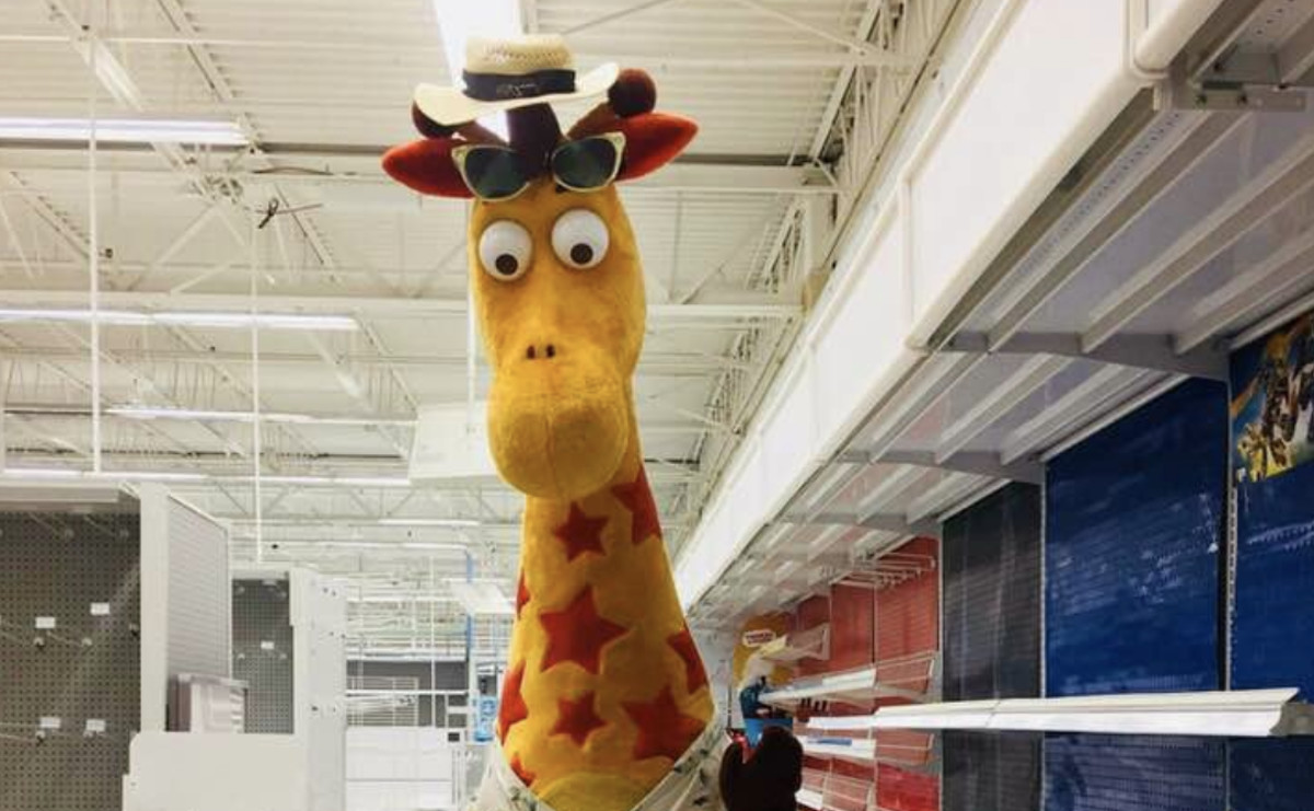 """1d1b5b138 Screenshot. A heartbreaking photo of Toys """"R"""" Us mascot Geoffrey the Giraffe  leaving the toy store went viral ..."""