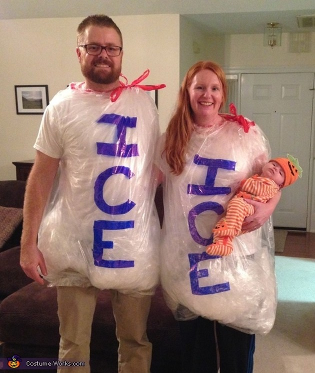 22 families that rock Halloween costumes