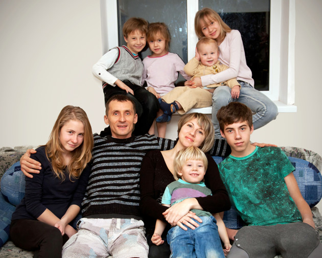 big family essay Large family vs small family essay benefits of big family / big family benefits / i want a large family / pros and cons of having a big.