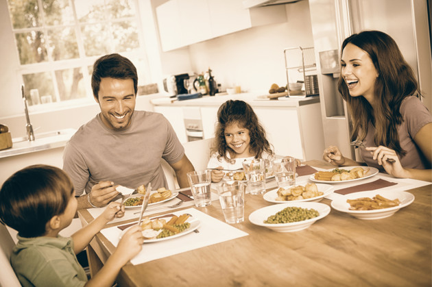 4 Reasons Sitting Down To Dinner Together Will Strengthen Your Family