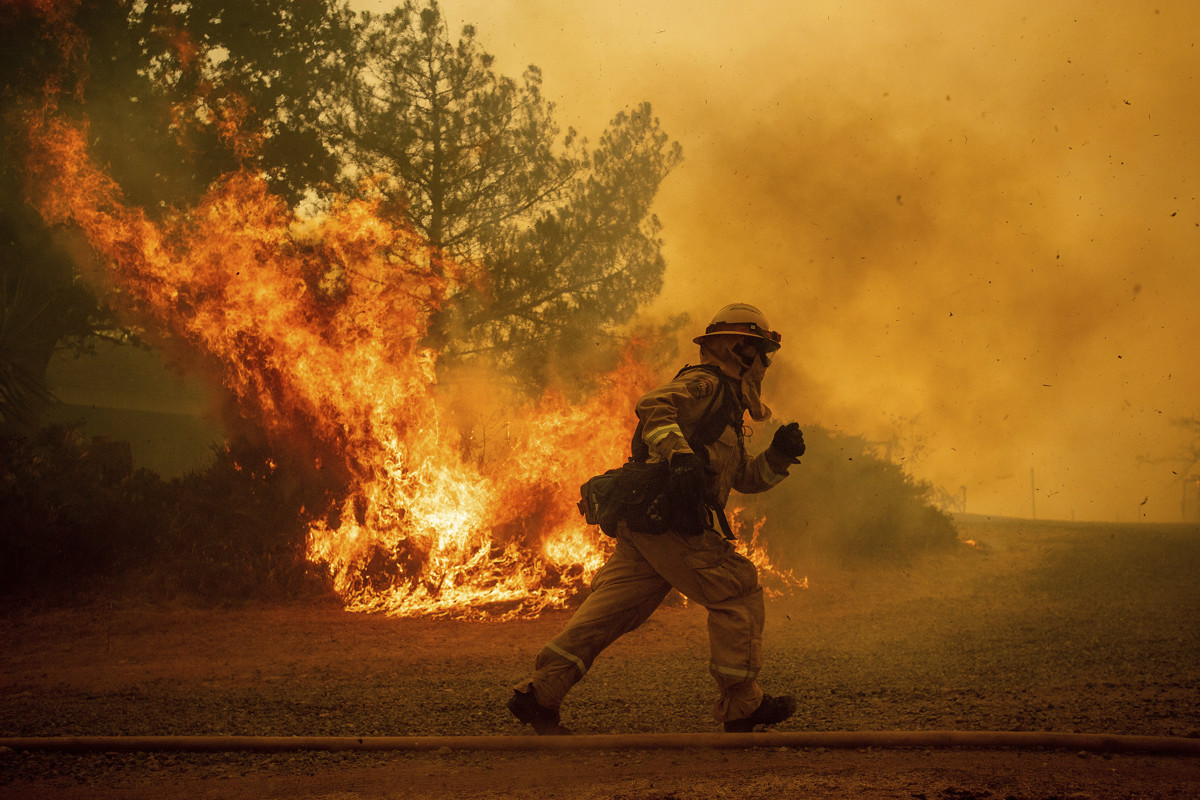 California is paying inmates $1 per hour to fight large wildfires