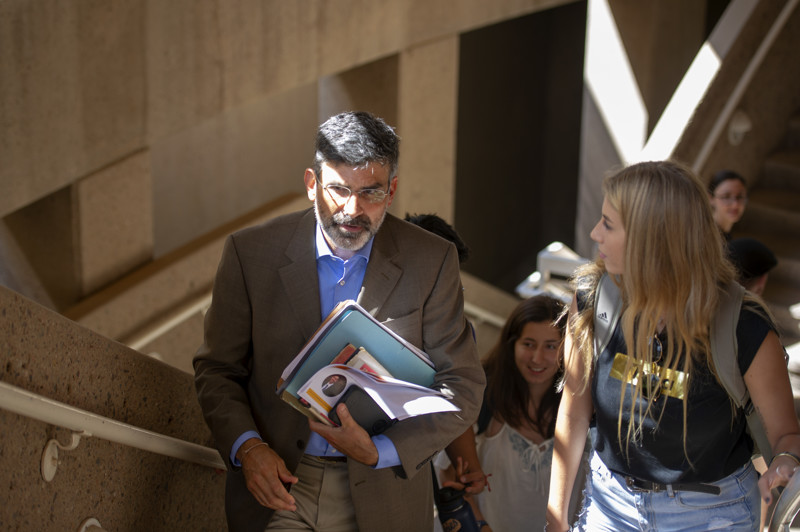 Arizona State student Courtney Langerud, right, of San Diego, talks with professor Paul Carrese on Thursday, Aug. 16, 2018, after a