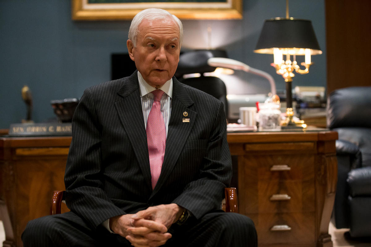 Sen. Orrin Hatch plans to retire, clearing way for Romney run