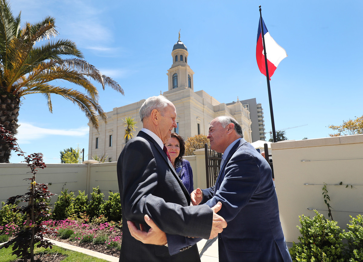 Chilean Leaders Welcome Church Temple President Nelson On Eve Of