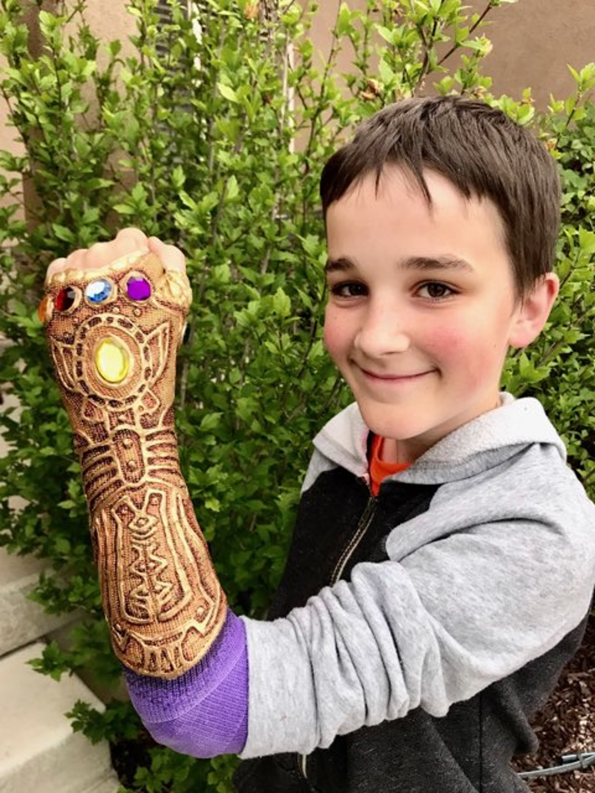 Utah teen goes viral for awesome Infinity Gauntlet cast from