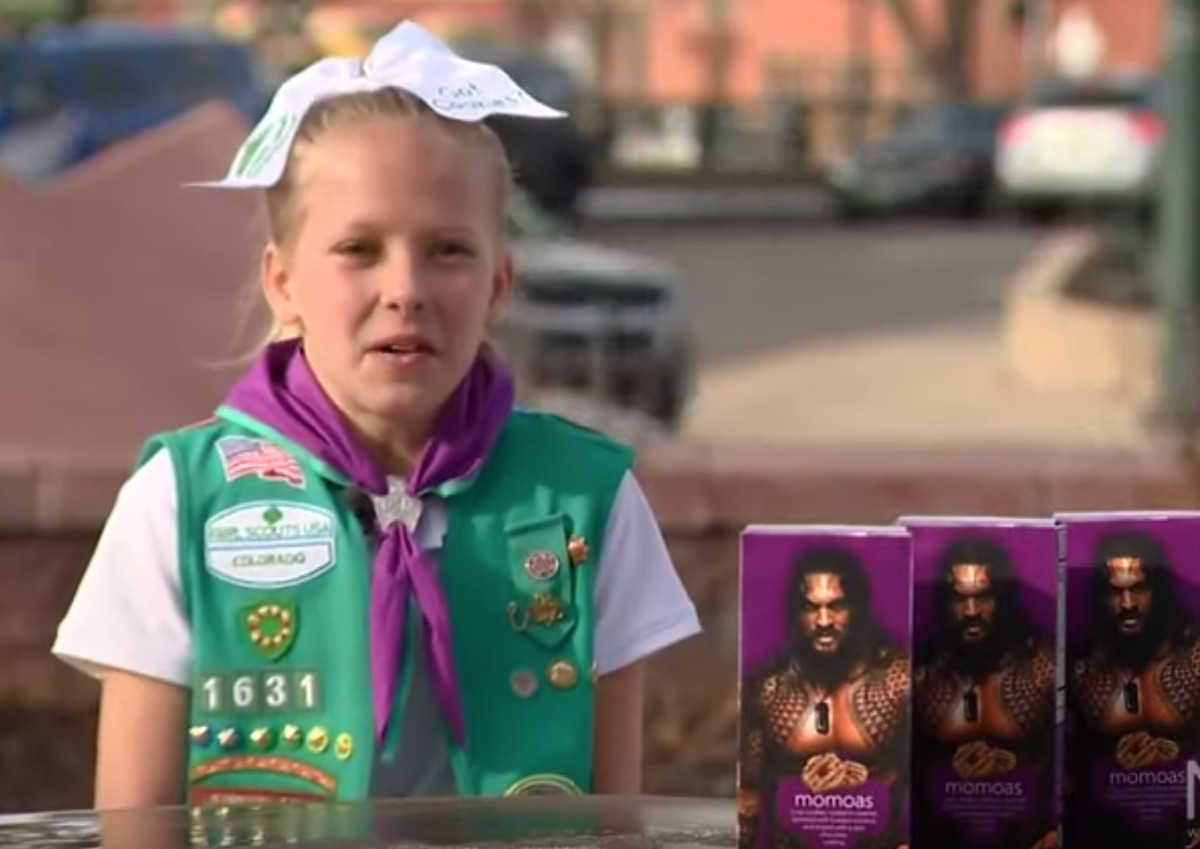This Girl Scout Put Jason Momoa S Picture On Boxes Of Samoa Cookies